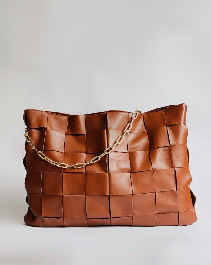 Modne dodatki w stylizacjach - jaki model torebki wybrać na nadchodzący sezon?